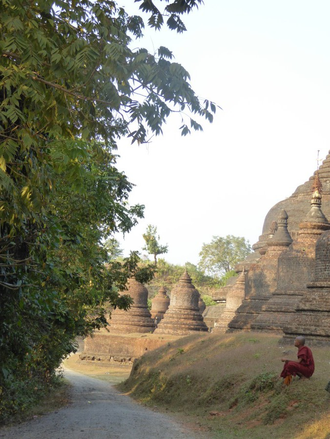 And here, far off to the west, another dynasty, builds in the 16th century a temple complex at Mrauk U.