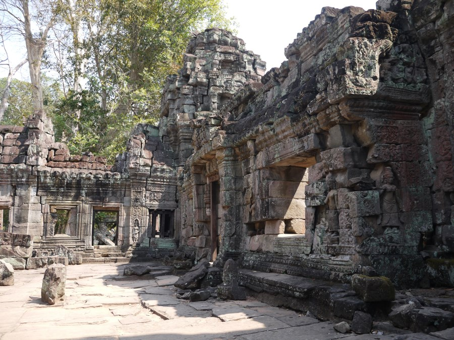 Angkor is attacked and defeated by Thailand and abandoned to the jungle ...