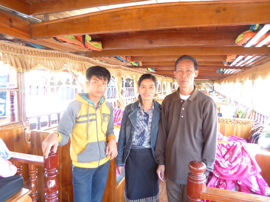 And here our longboat family; our captain, Ten Keng, his wife and son.