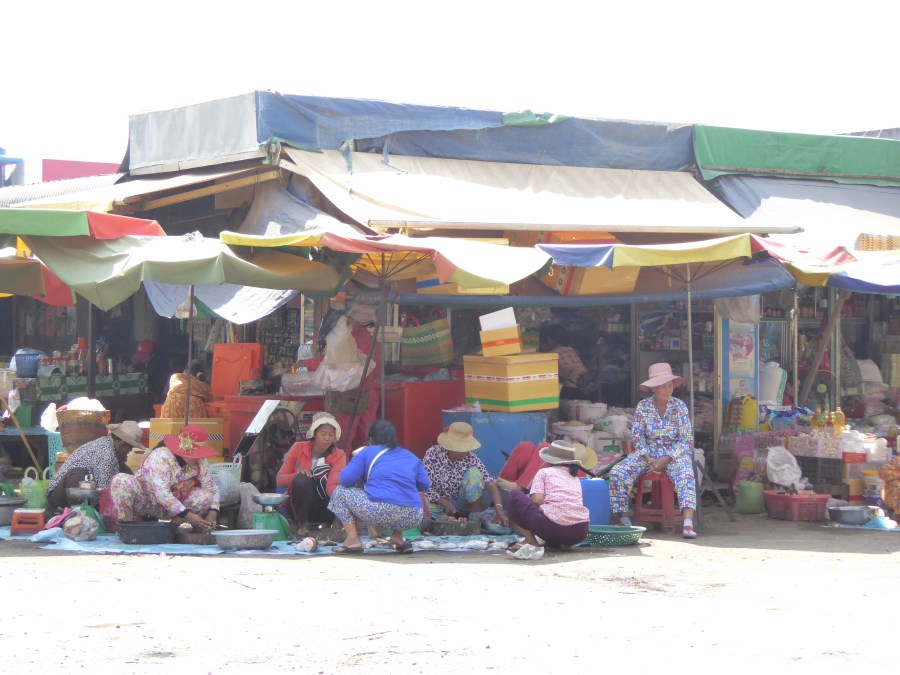 This is the first photo I take in Cambodia. It is the clothing worn by these women that strikes me.