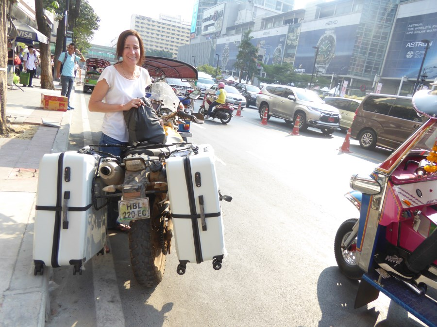 In Bangkok we go shopping for suitcases ... so that we can fly home by plane.