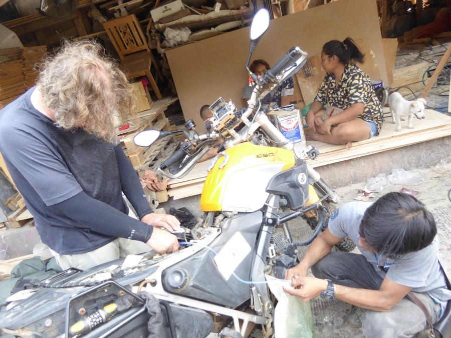 It is a small local crating business squeezed in along the road near the port. It is very much a family affair.